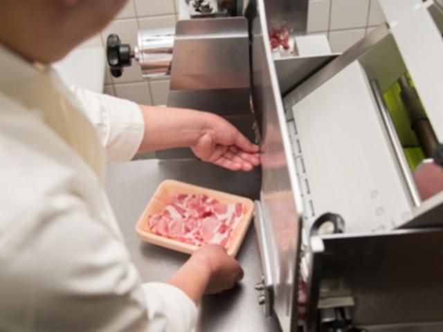 食品スーパー 大月店 生鮮(精肉加工)派遣の画像・写真